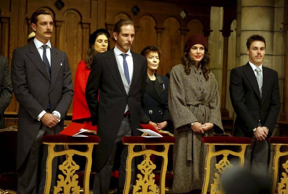 Présents pour la messe de Te Deum : Pierre, Andréa et Charlotte Casiraghi, aux côtés de Louis Ducruet. Et les hommes de la jeune génération avaient eu aussi, joué le jeu de la moustache.