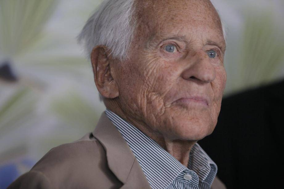 Jean d'Ormesson au salon du livre de Nice en 2012.