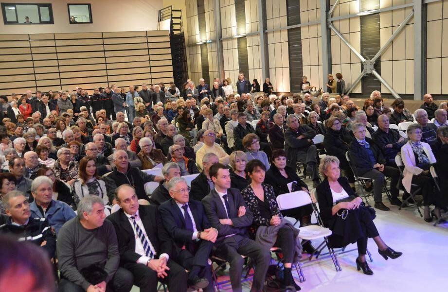 À l'issue de la cérémonie, les élus comme l'assistance ont entonné la Marseillaise ensemble.