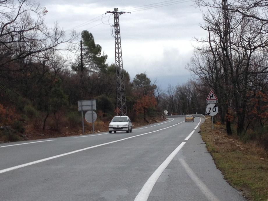 Rouler à 90 km/h est autorisé sur une portion de 5 km seulement sur la route Napoléon entre Grasse et Saint-Vallier.