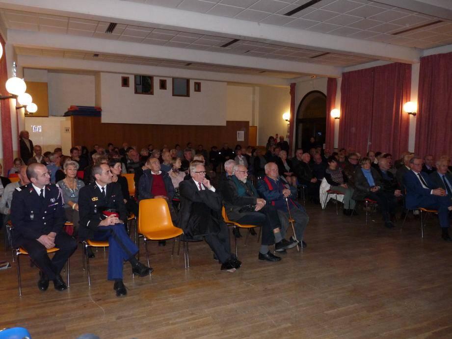 La salle Mistral était bien remplie hier à l'occasion de la cérémonie des vœux du maire, Pierre Bornet.