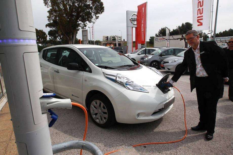 Illustration d'une voiture électrique.
