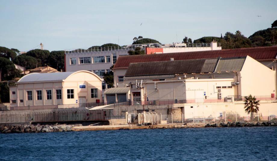 """Le bras de fer avec Naval Group s'organise avec un """" acteur-arbitre"""" : l'État, actionnaire principal, qui a vendu les terrains à la société commerciale."""