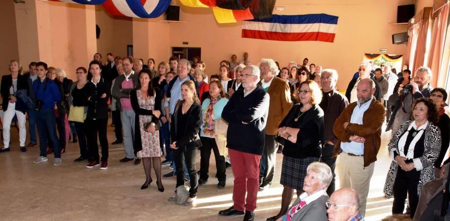 Le paraphe de la convention par les deux maires, Jean Plénat et Holger Klink a été très suivi dans la salle des fêtes.