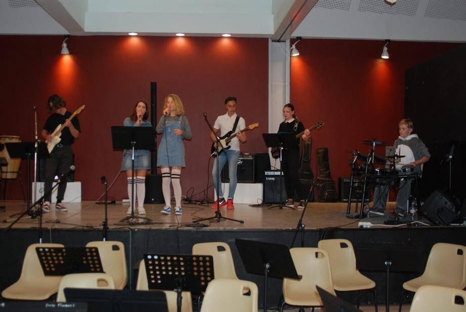 Les jeunes musiciens, accompagnés par leurs aînés, ont eux aussi fait l'unanimité.