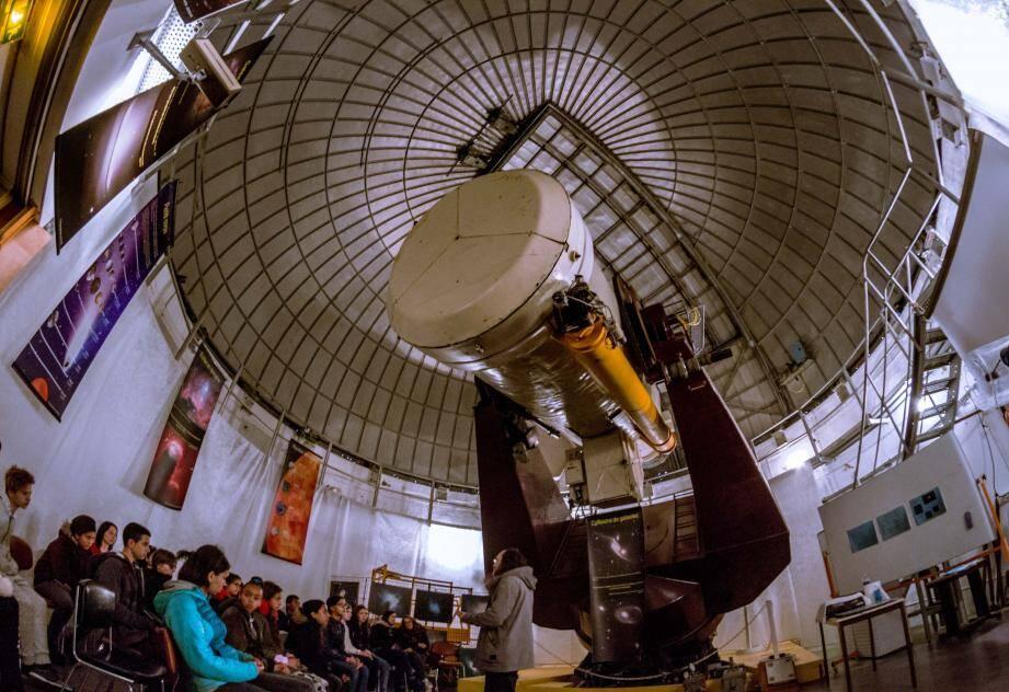 Le télescope de Shmidt, présenté par Hervé Mariey, a impressionné les jeunes visiteurs.