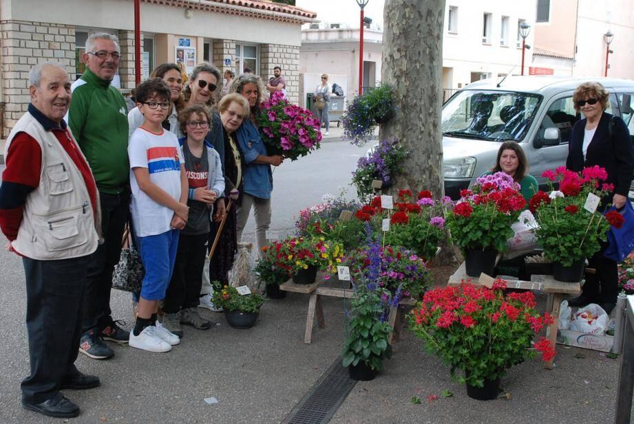 Autour de la fleuriste, quelques autres représentants des produits locaux installés juste à côté.