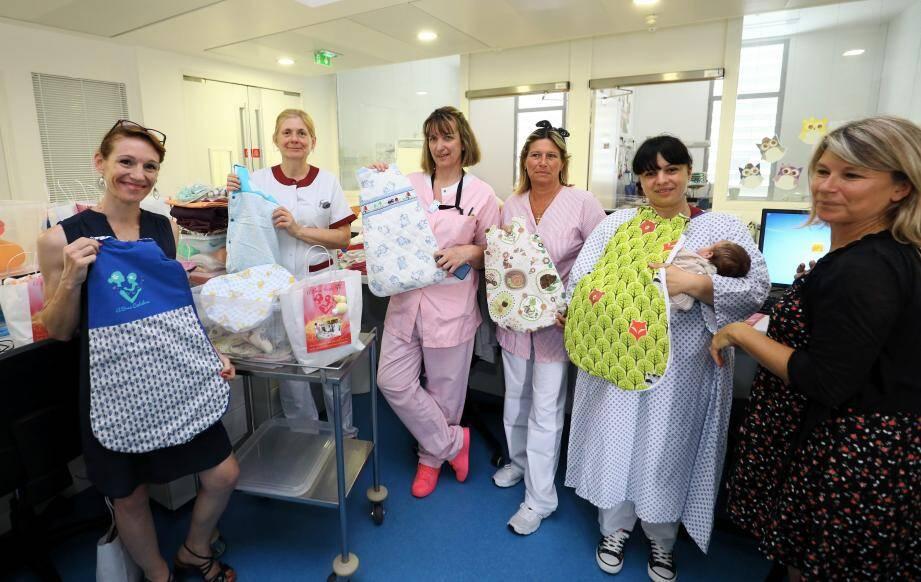 De nouvelles gigoteuses fait main pour les bébés prématurés de l'hôpital de Cannes.
