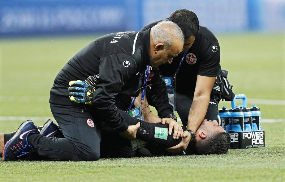 Mouez Hassen a été touchée à une épaule déjà douloureuse.