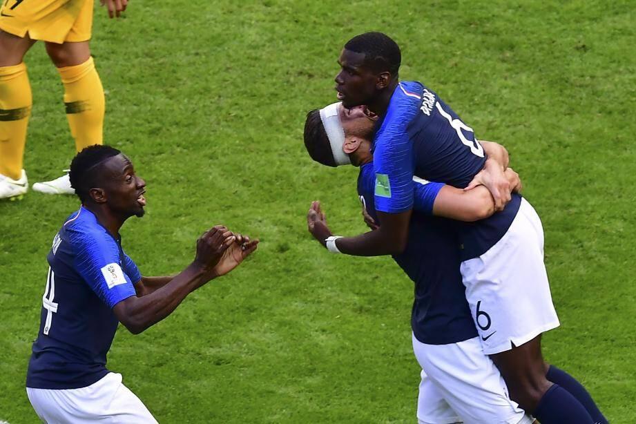 Paul Pogba va retrouver cette fois Matuidi et Giroud dès le coup d'envoi.
