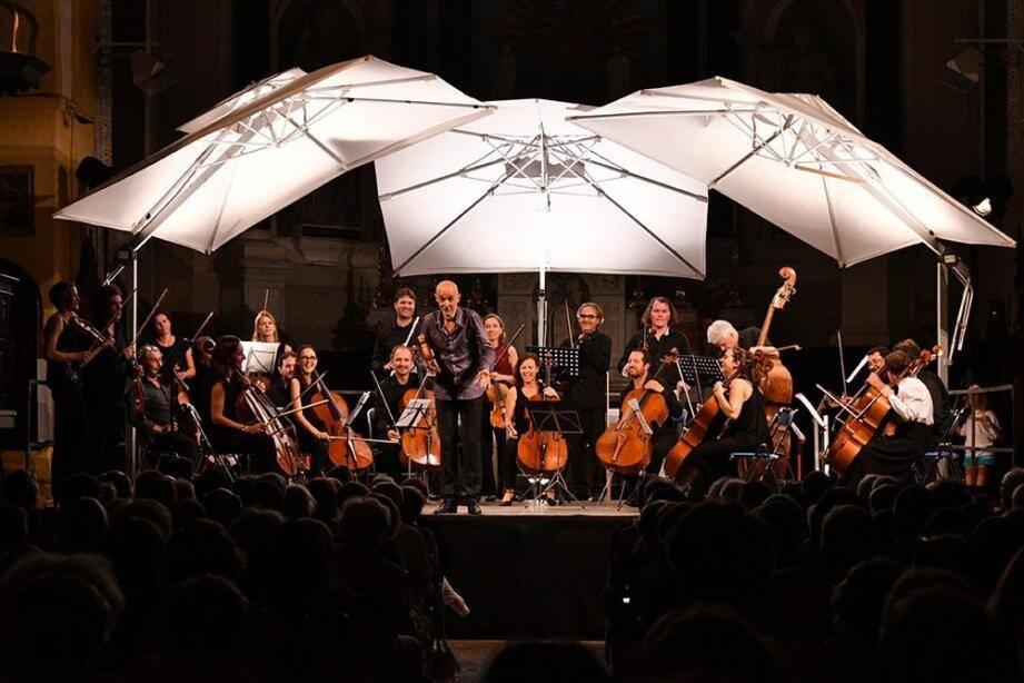 Gilles Apap et l'orchestre du festival Cello Fan.