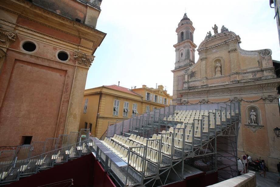 D'un point de vue logistique, tout est désormais prêt pour accueillir les artistes de renommée internationale, ainsi que le public, sur le parvis de la basilique Saint-Michel.