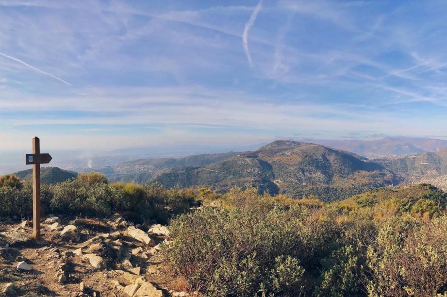 Vue du sommet du mont Macaron.
