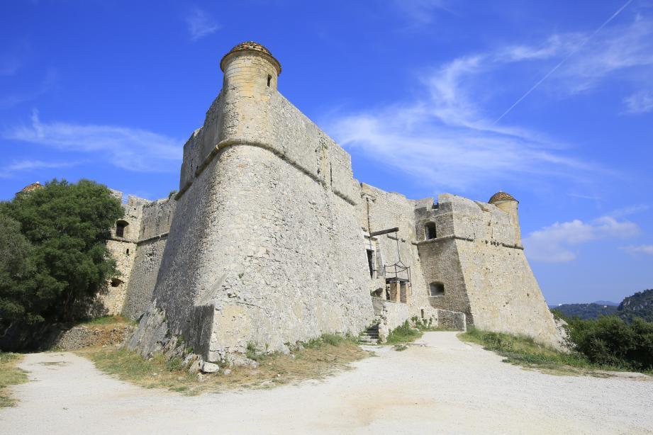 Jusqu'au 16septembre, des visites du fort sont organisées les lundis, vendredis et dimanches après-midi.