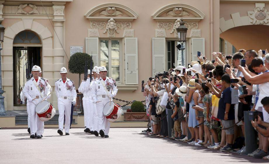 La Compagnie des carabiniers du prince, créée le 8 décembre 1817, compte 124 carabiniers dont 25 font partie de l'Orchestre.Monaco le 14/08/2018Monaco on August 14th, 2018Every day  on the square in front of the Palace, the traditional ritual of the Changing of the Guard  *** Local Caption ***