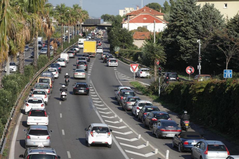 A la sortie est de Toulon, pendant l'heure de pointe.