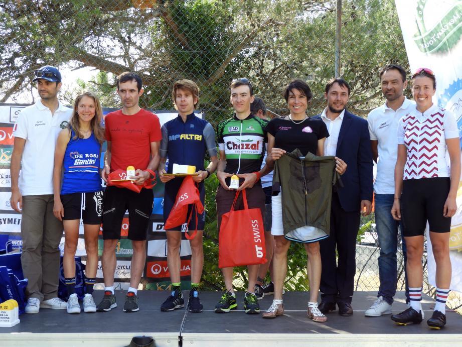Cyril Piazza, maire de Peille, aux côtés des vainqueurs des différentes catégories.