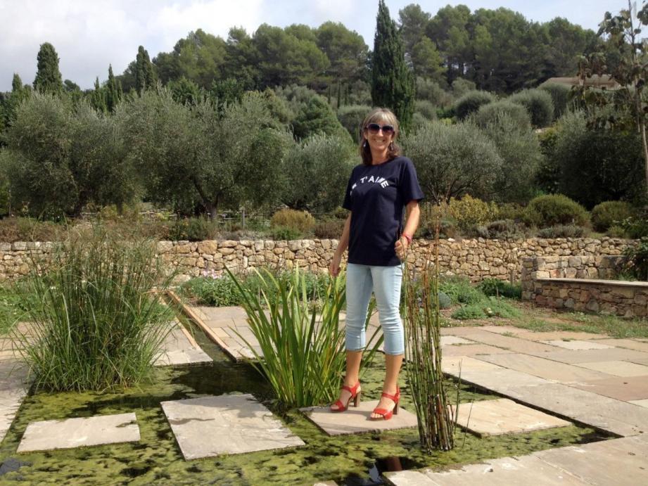 Francesca Gheri, dans le nouveau jardin des plantes oubliées, nous fait découvrir les tubéreuses et des centaines de plantes à parfum du pays grassois.