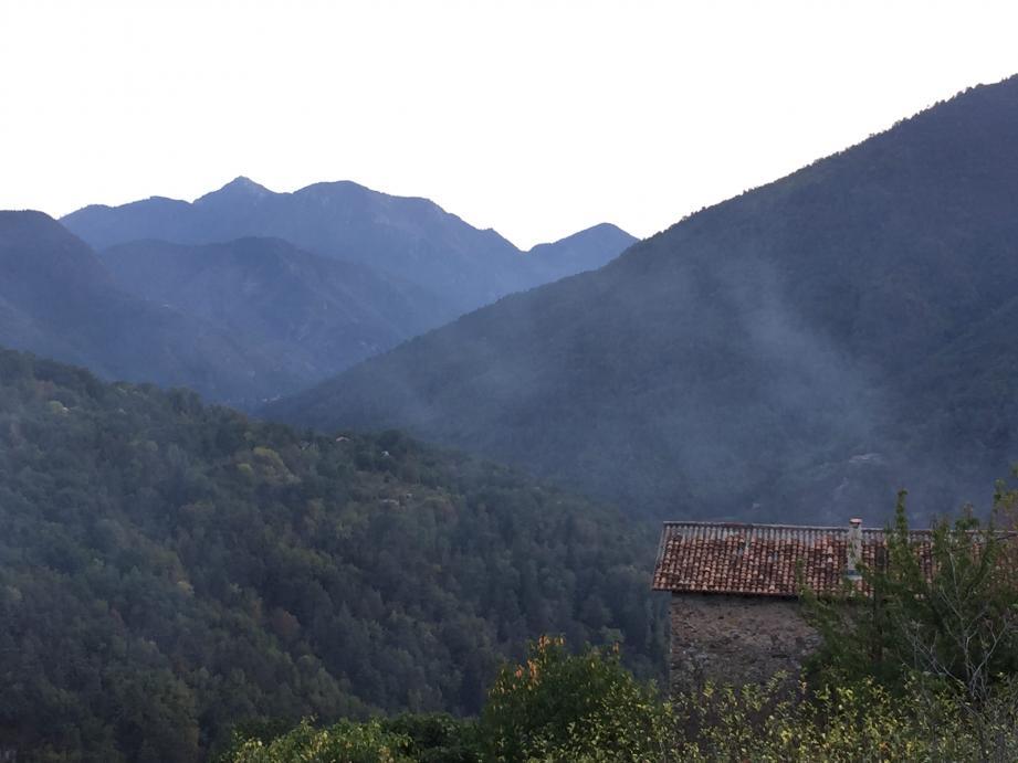 Les épaisses fumées blanches se multiplient depuis début octobre.(DR)