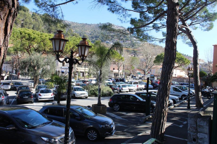 La commune compte 376 places payantes et 16 horodateurs.