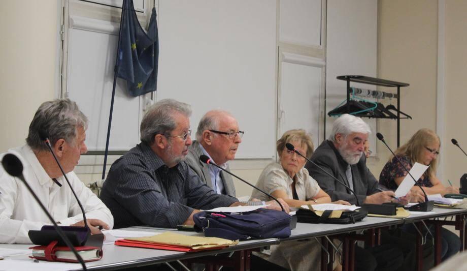 Les frais d'enlèvement des dépôts sauvages seront facturés 300 euros aux contrevenants, en plus d'une amende.(photo D.G.)