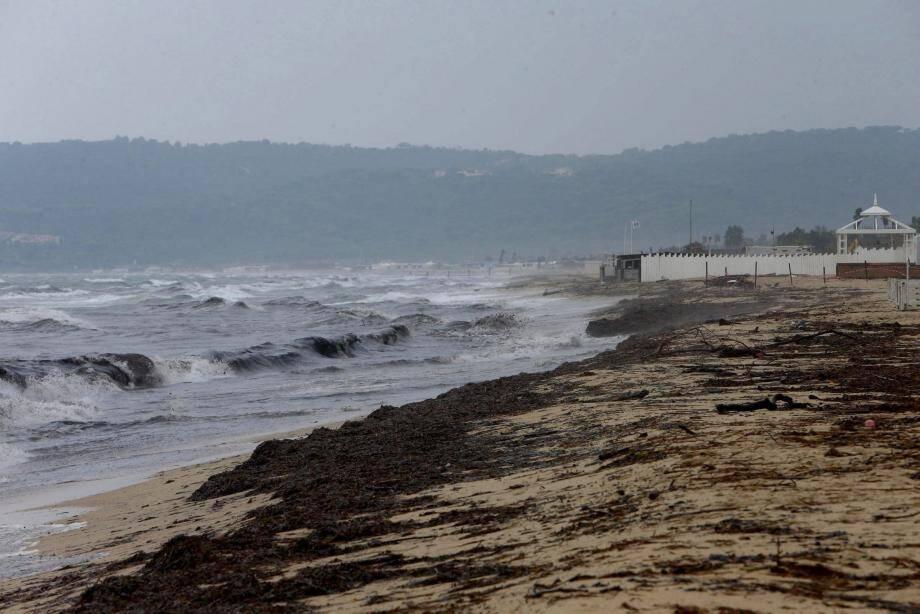 Des résidus d'hydrocarbures se sont échoués sur des plages de l'est du Var, dont la célèbre plage de Pampelonne dans le Golfe de Saint-Tropez, plus d'une semaine après la collision de deux navires au large de la Corse. Le plan POLMAR (Pollution maritime est activé).