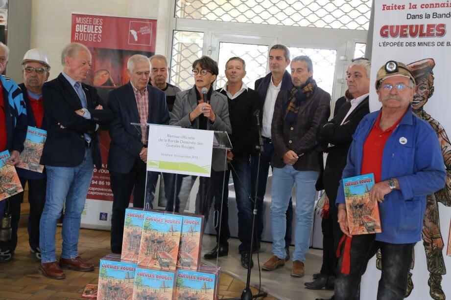 Josette Pons, présidente de l'agglo, le maire de Brignoles, Tourves, Sainte-Anastasie et Châteauvert, ainsi qu'Alain Decanis, Benjamin Constans et des anciens mineurs.