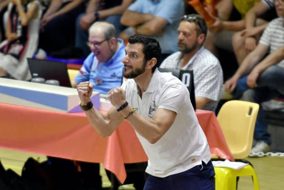 Sacré vice-champion du monde avec l'Italie cet été, l'entraîneur du SRVVB, Giulio Bregoli est un coach exigeant.