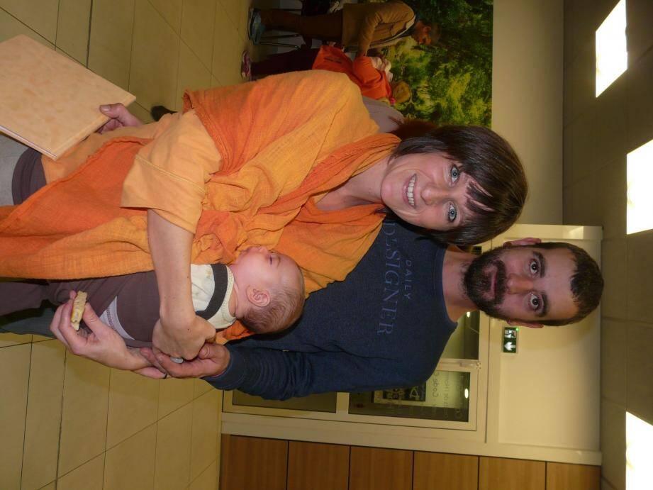 la petite Anaë et ses parents.