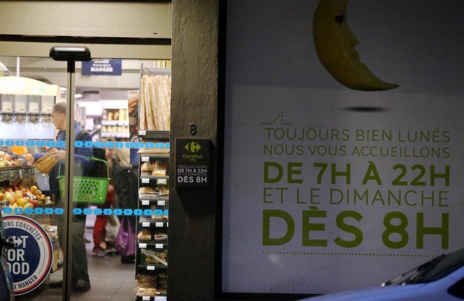 Selon une enquête de la Fédération du commerce et de la grande distribution, 74% des Français veulent faire leurs courses à n'importe quelle heure, même le dimanche.