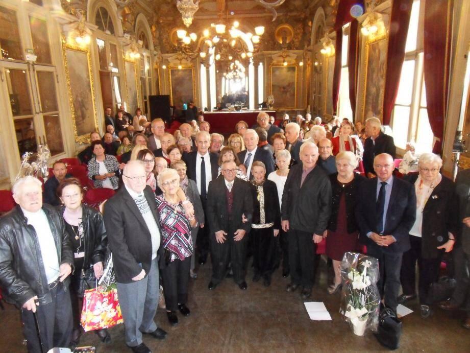 Fêtant leurs noces de palissandre (65 ans), de diamant (60 ans) et d'or (50 ans), dix-neuf couples de Toulonnais ont été reçus au salon Campra de l'Opéra.