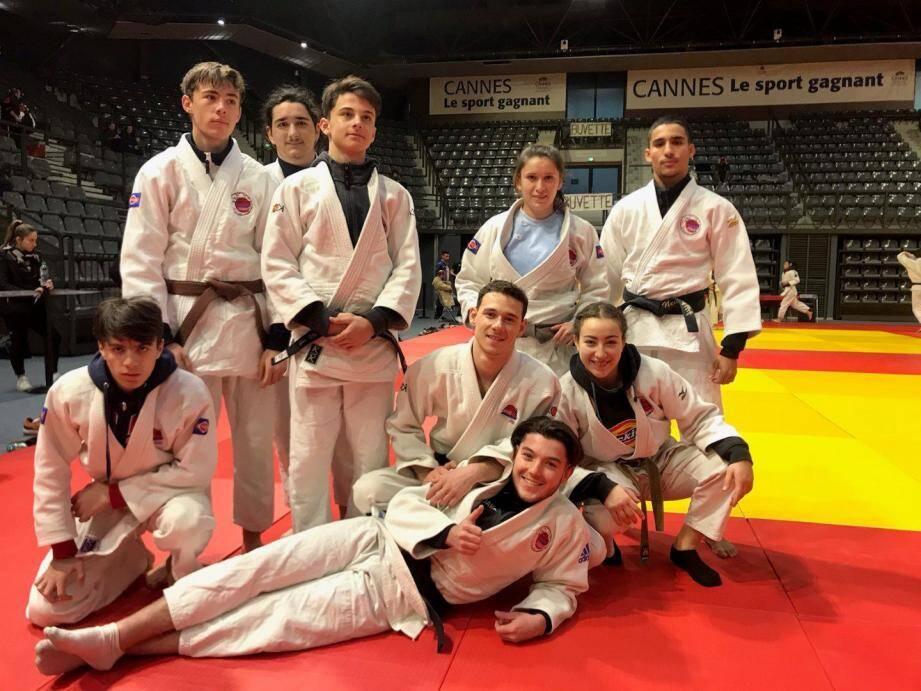 Le groupe de combattants de Cannes-Mougins Judo hier matin.