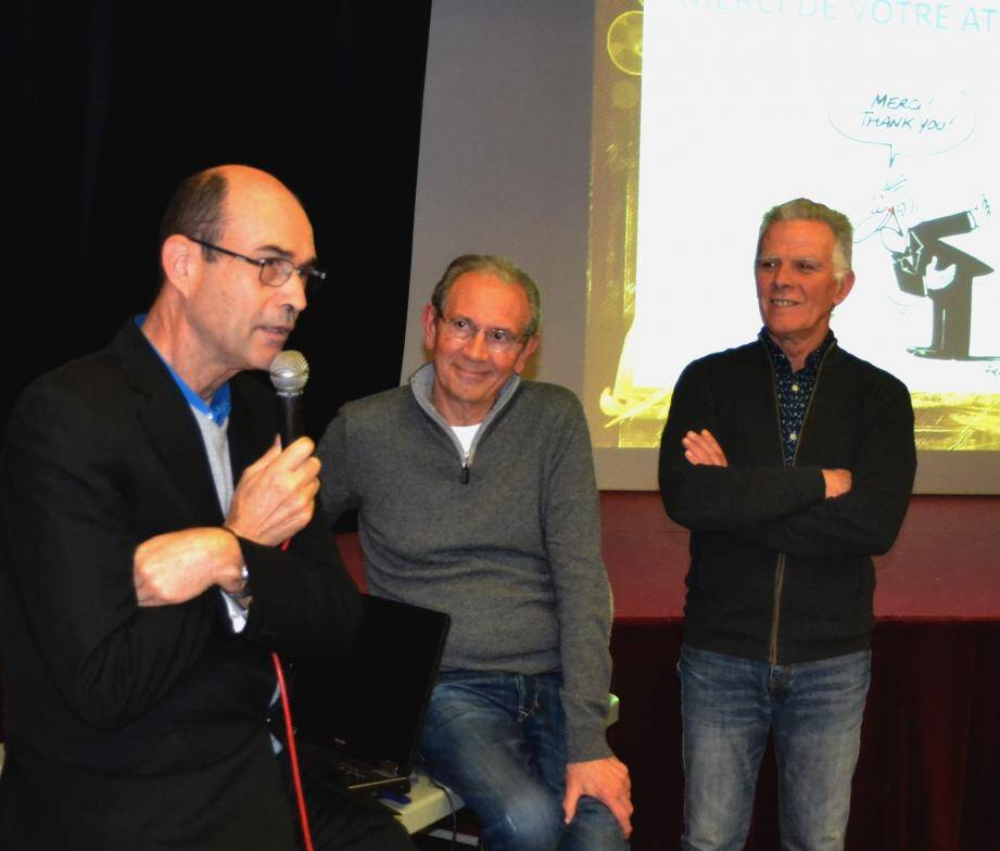 (de g. à d.) Le maire Jean-Paul Joseph a félicité le président sortant Jean-Marie Schneider et Christian Delaud, nouvellement élu à ce poste.