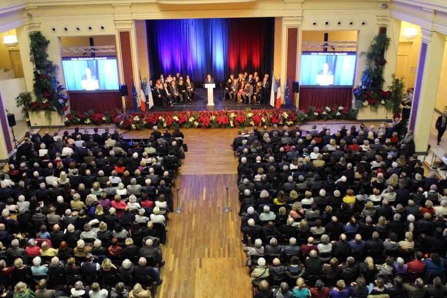 Entouré des conseillers municipaux de son équipe, le maire de Menton a entamé sa cérémonie de vœux en livrant sa vision du monde et des crises qu'il traverse.