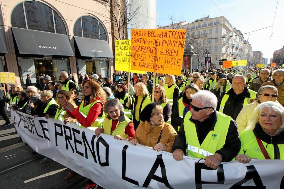 """Les """"gilets jaunes"""" lors du rassemblement à Nice ce samedi."""
