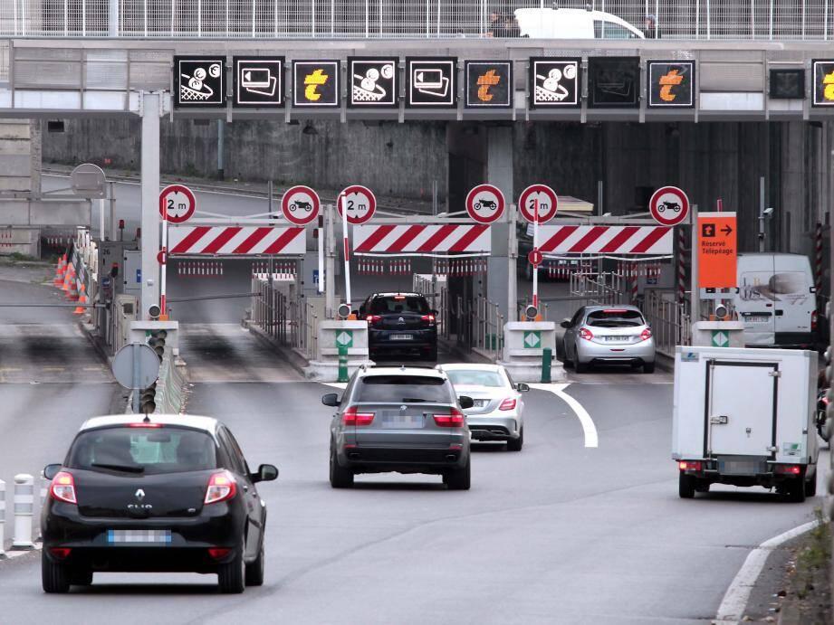 Dès aujourd'hui, Vinci Autoroutes propose un nouvel abonnement : Ulys 30. Cette offre permettra aux  automobilistes effectuant au moins 10 allers-retours par mois de bénéficier d'une réduction de 30 % sur tous les passages.