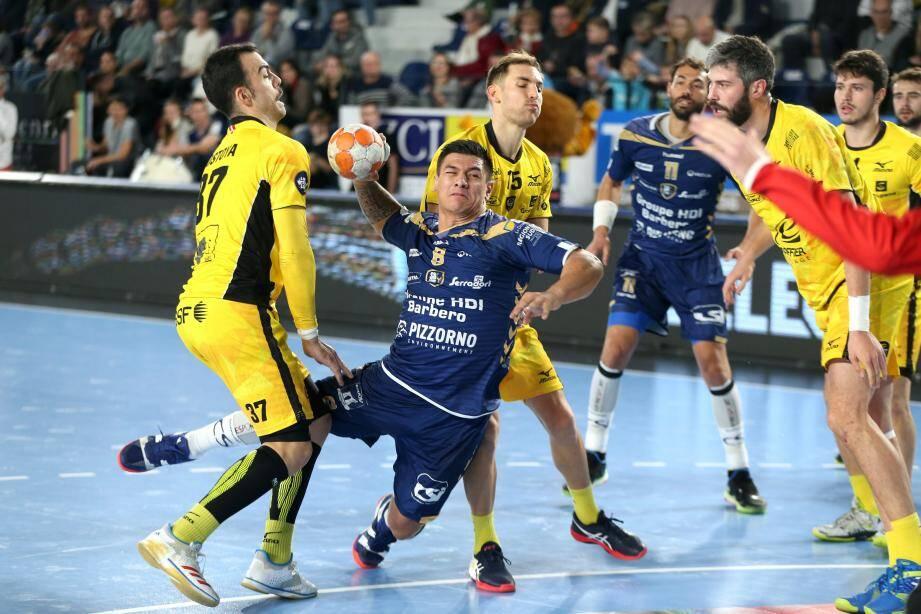 Malgré un excellent Mapu (ici en coupe de la Ligue contre... Chambéry), le SRVHB n'a pas réussi à renverser les Savoyards.
