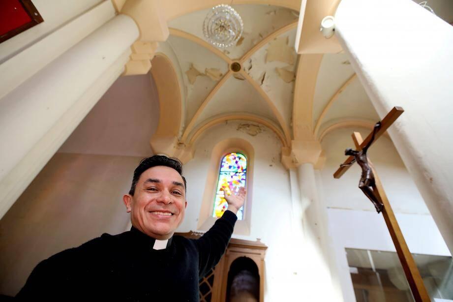 Le père Antonio garde espoir de collecter les fonds nécessaires à la réfection intérieure de l'église qui n'est pas dans le giron de la Ville.
