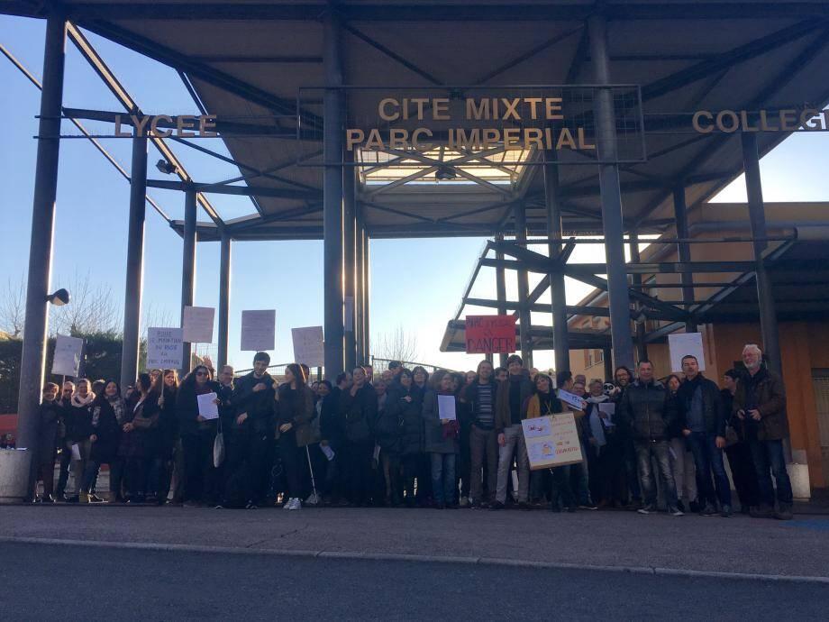 Les enseignants du lycée du Parc Impérial en grève ce lundi matin à Nice.