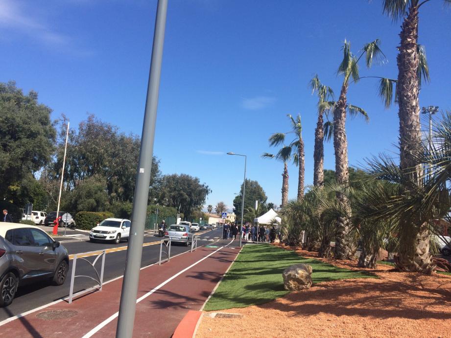 Un trottoir plus large, une piste cyclable, un aménagement paysager et une belle route, l'avenue de Tassigny s'embellit. Hier, ce nouvel aménagement a été inauguré.