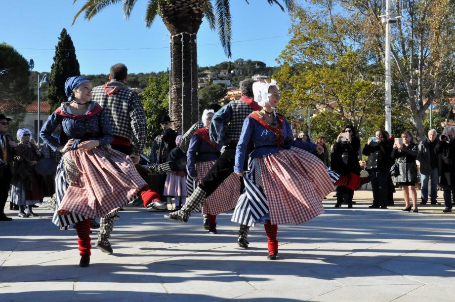 L'objectif de l'association est de faire vivre les belles traditions de la Provence.