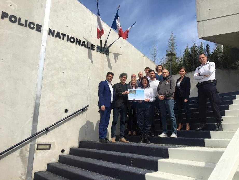 L'association Pédiatrie-Néonatologie de Grasse a reçu un don de 300 euros de la part de la police nationale.(DR)