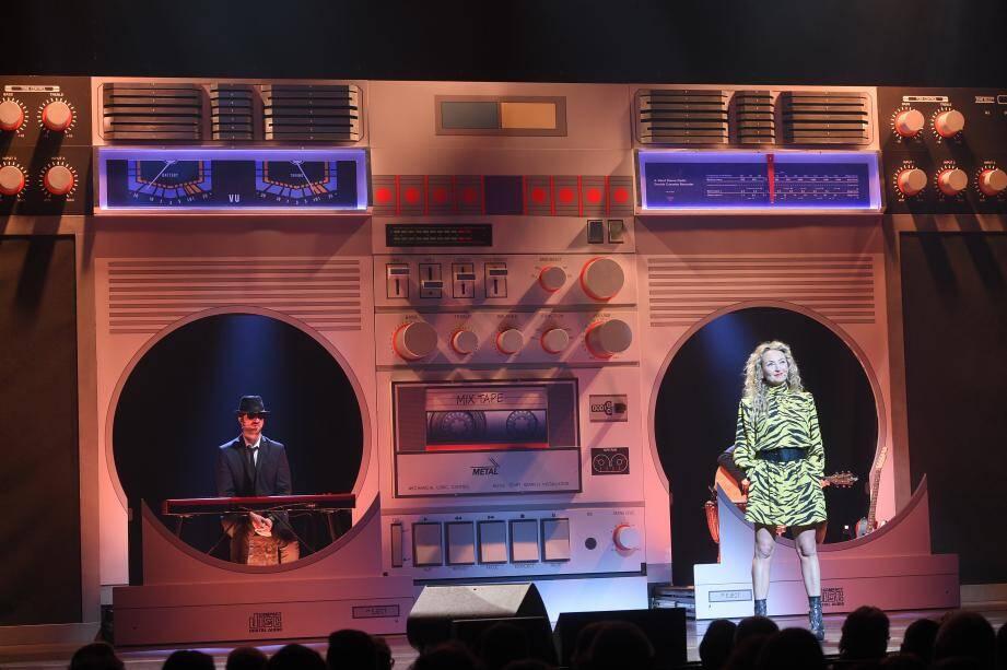 Christelle Chollet va proposer un cocktail d'humour et du musique détonant ce soir sur la scène du théâtre Galli.