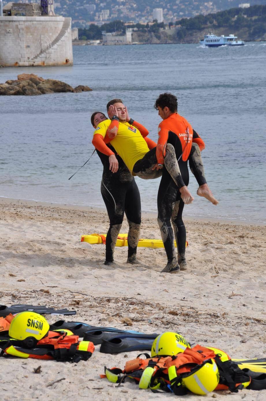 Voici la promotion 2019 des nageurs sauveteurs varois de la SNSM, que vous retrouverez en poste de surveillance sur les plages cet été.