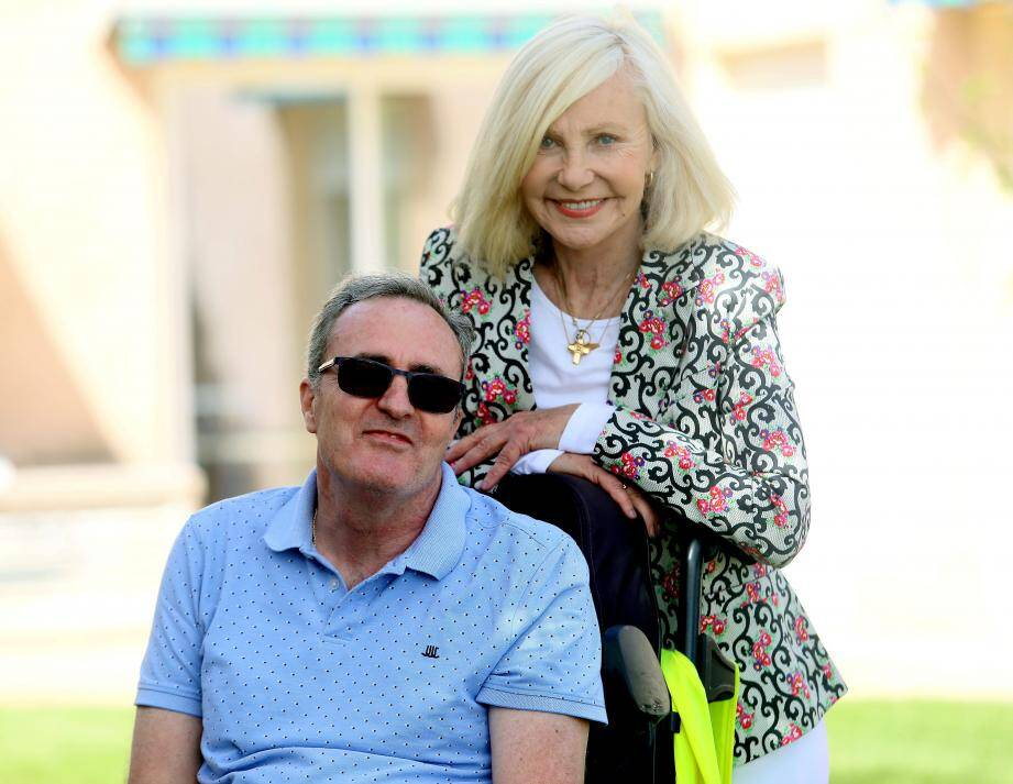 Michèle Torr et son fils Romain Vidal, mardi, au centre de rééducation Pomponiana.