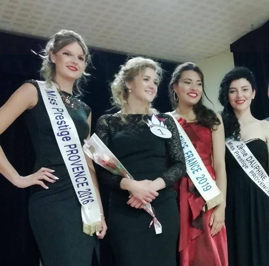 Au centre, portant le N°1, Rachel Bridet, de Marseille obtient la meilleure note et garde ses chances pour participer, pour la Provence, à la finale « Miss Excellence  », en janvier 2020.