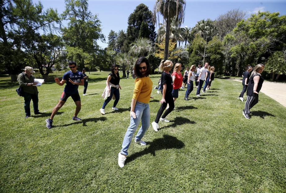Une quinzaine de personnes a participé à la première répétition, qui s'est déroulée dans les jardins de la médiathèque Noailles, ce mardi 14 mai.
