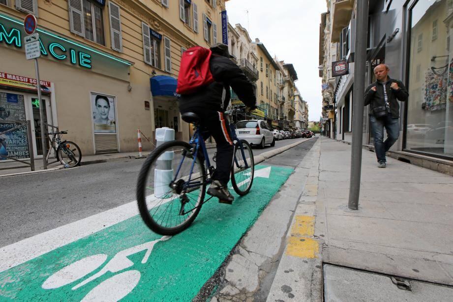 Piste cyclable rue Cauvain