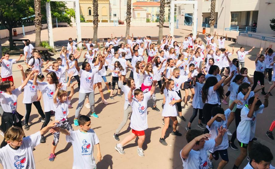 Hier, le flashmob réalisé par les 176 élèves du collège Vento a clôturé la journée.