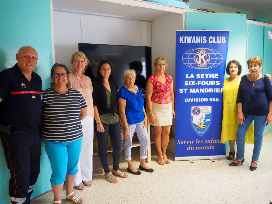 Les Kiwanis sont très fiers de participer à cet événement par le don d'une télévision. La directrice Florence Dassonville, la professeure Sabrina Fouquet  et ses deux assistantes Ange-Marie et Viviane les remercient vivement.